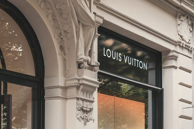 Why Should You Invest in Secondhand Louis Vuitton Handbags?
